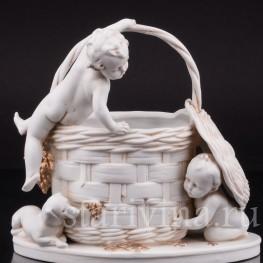 Фарфоровая статуэтка Корзинка с малышами, Hertwig & Co, Katzhutte, Германия, нач. 20 в.
